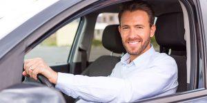 dirigindo carro trabalho