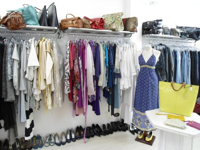 Como revender roupas usadas