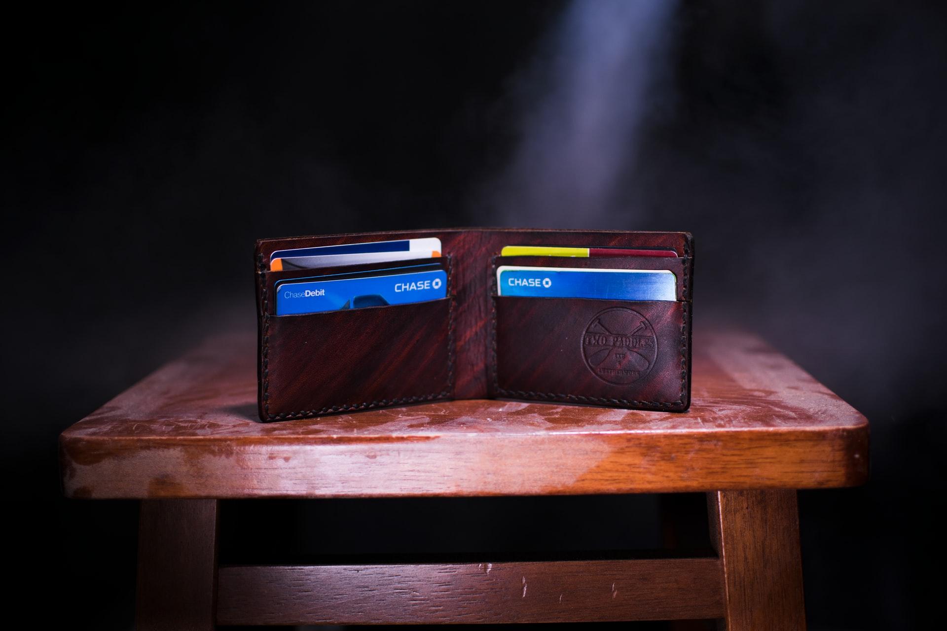 Melhores opções de cartão de crédito com limite para negativado! (Imagem: Two Paddles Axe/Unsplash)