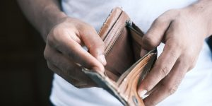 Vale a pena parcelar o cartão de crédito? (Imagem: Towfiqu Barbhuiya/Unsplash)